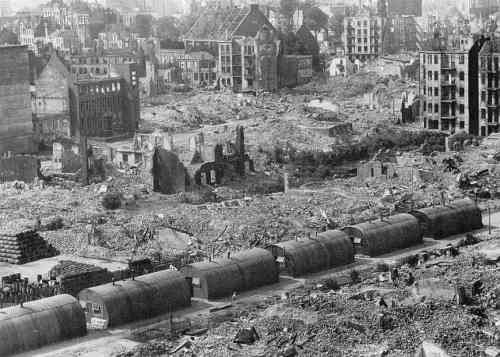 Hamburg in ruins (source: www.kingsacademy.com
