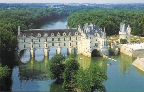 Chenonceau - my favourite castle. So I can see why Catherine was a bit peeved when her husband gave it to his mistress...