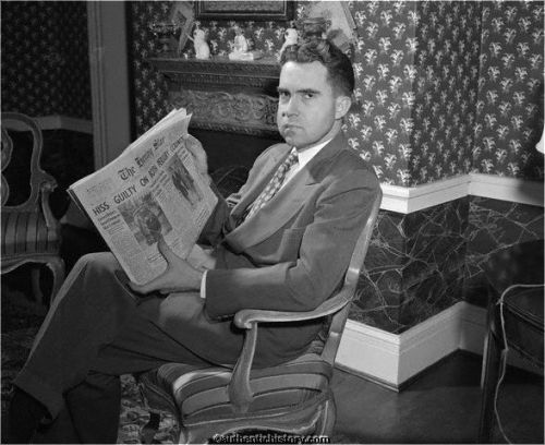 19500122_Nixon_With_Hiss_Newspaper