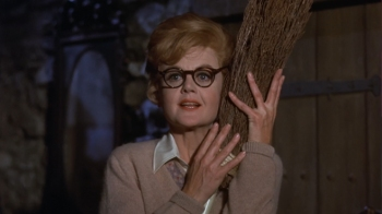 Bedknobs-and-Broomsticks-Angela-Lansbury1