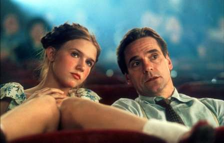 Jeremy Irons as Humbert with 17-year-old Dominique Swain as Lolita. One understands why they don't use a child but these fully grown women make the thing seem more like a love affair than child abuse... a bit like the book tries to do... but fails.
