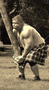 Highland_Games_Caber_Toss