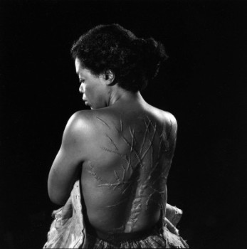 "Oprah Winfrey as Sethe revealing the ""tree"" on her back"