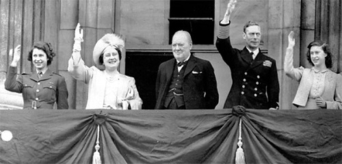Winston-Churchill-the-Prime-Minister-with-King-George-VI